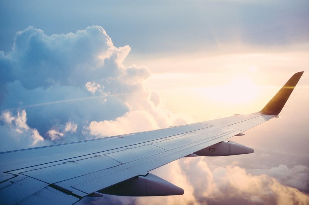 フライト中の飛行機
