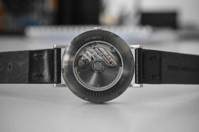 英国のクラフトマンシップが詰め込まれたミニマル時計 PAULIN