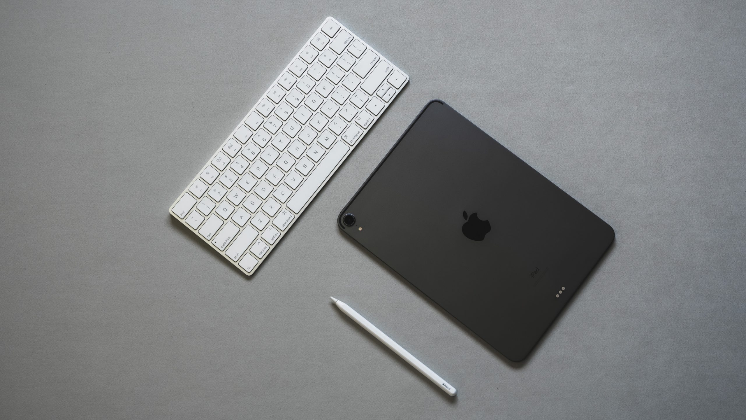 ノマドワーカーの持ち物:iPad Pro 11、Apple Pencil2、Magic Keyboard