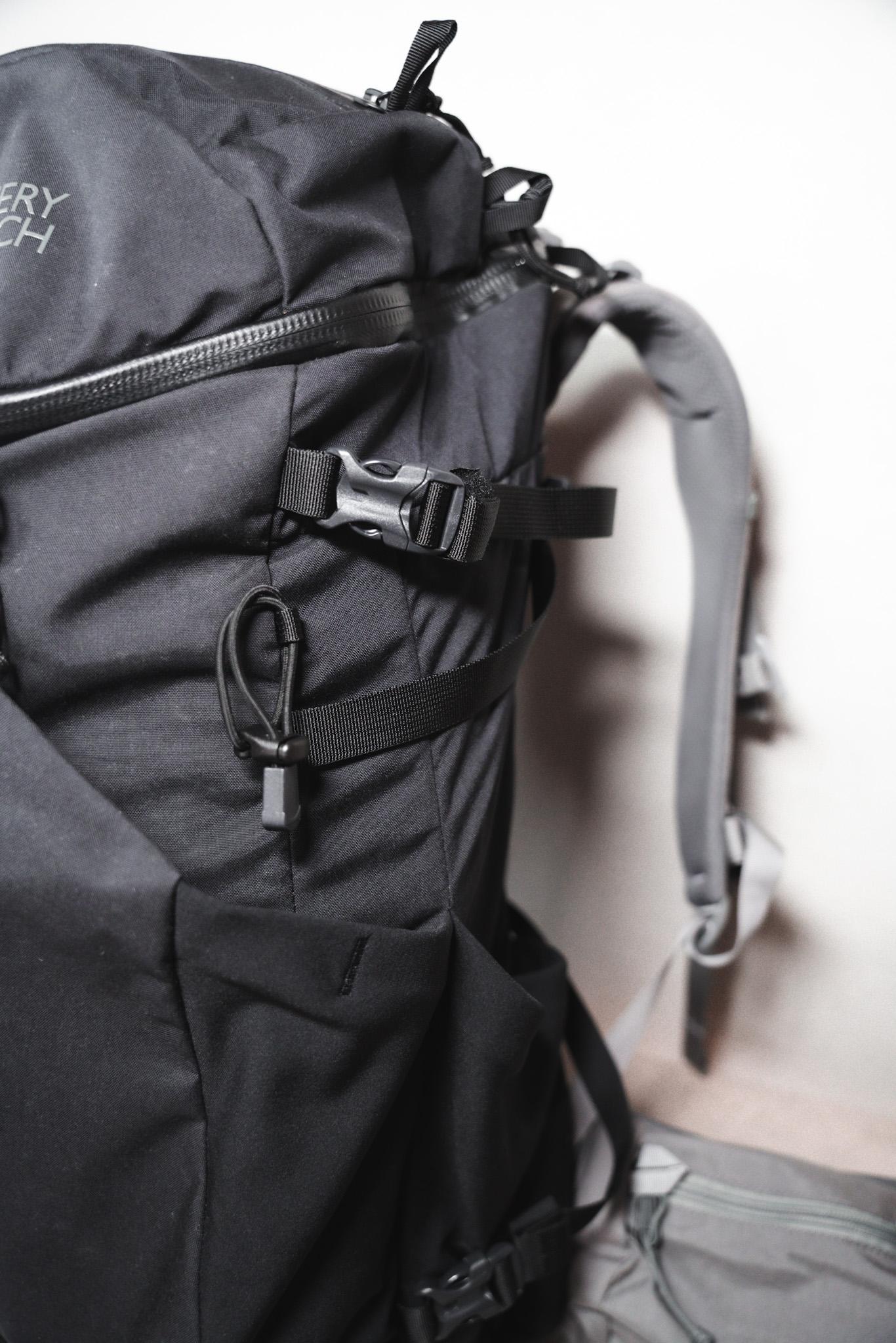【レビュー】ミステリーランチ クーリー40|外部ポケット