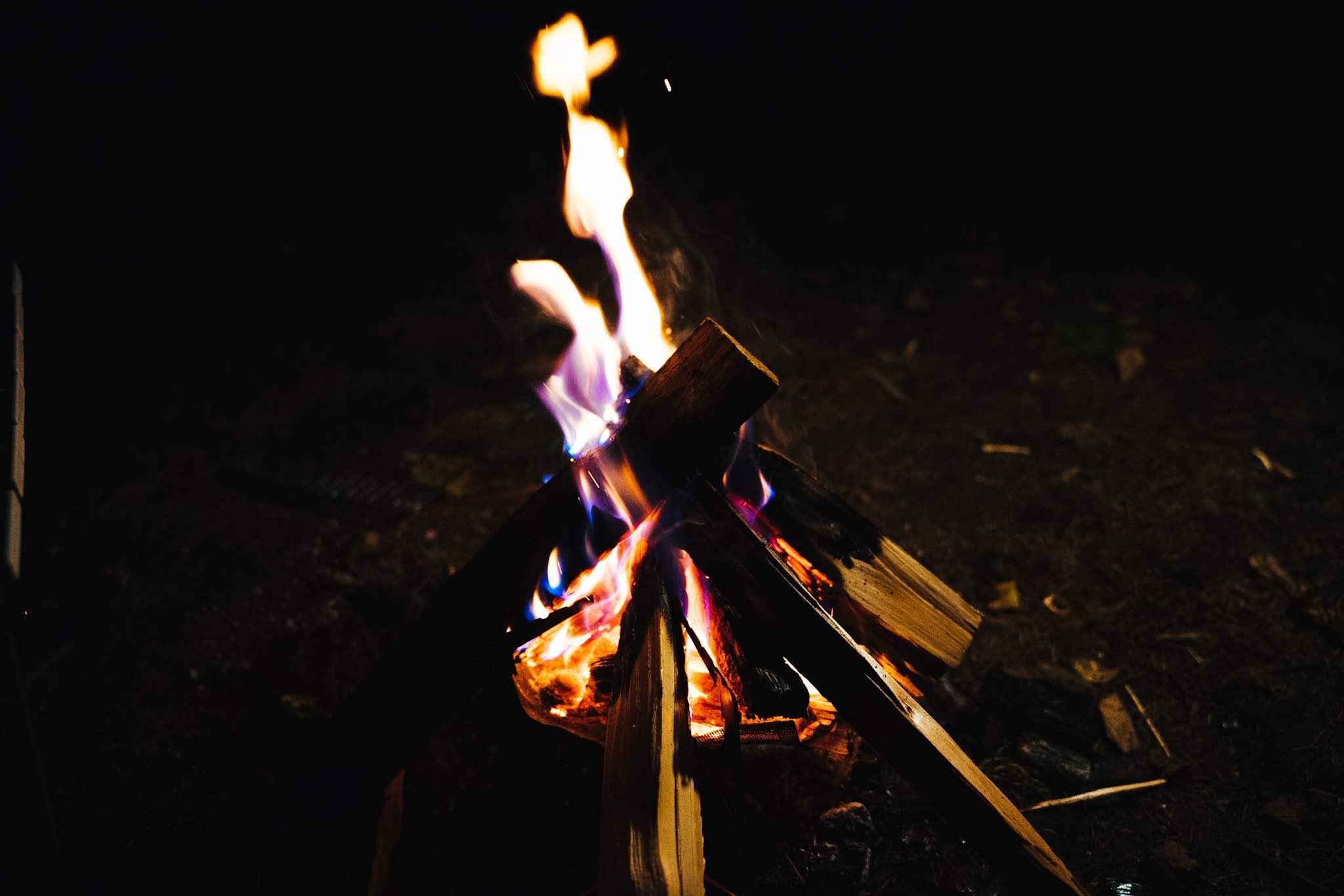焚き火のやり方|初心者でもスムーズに着火