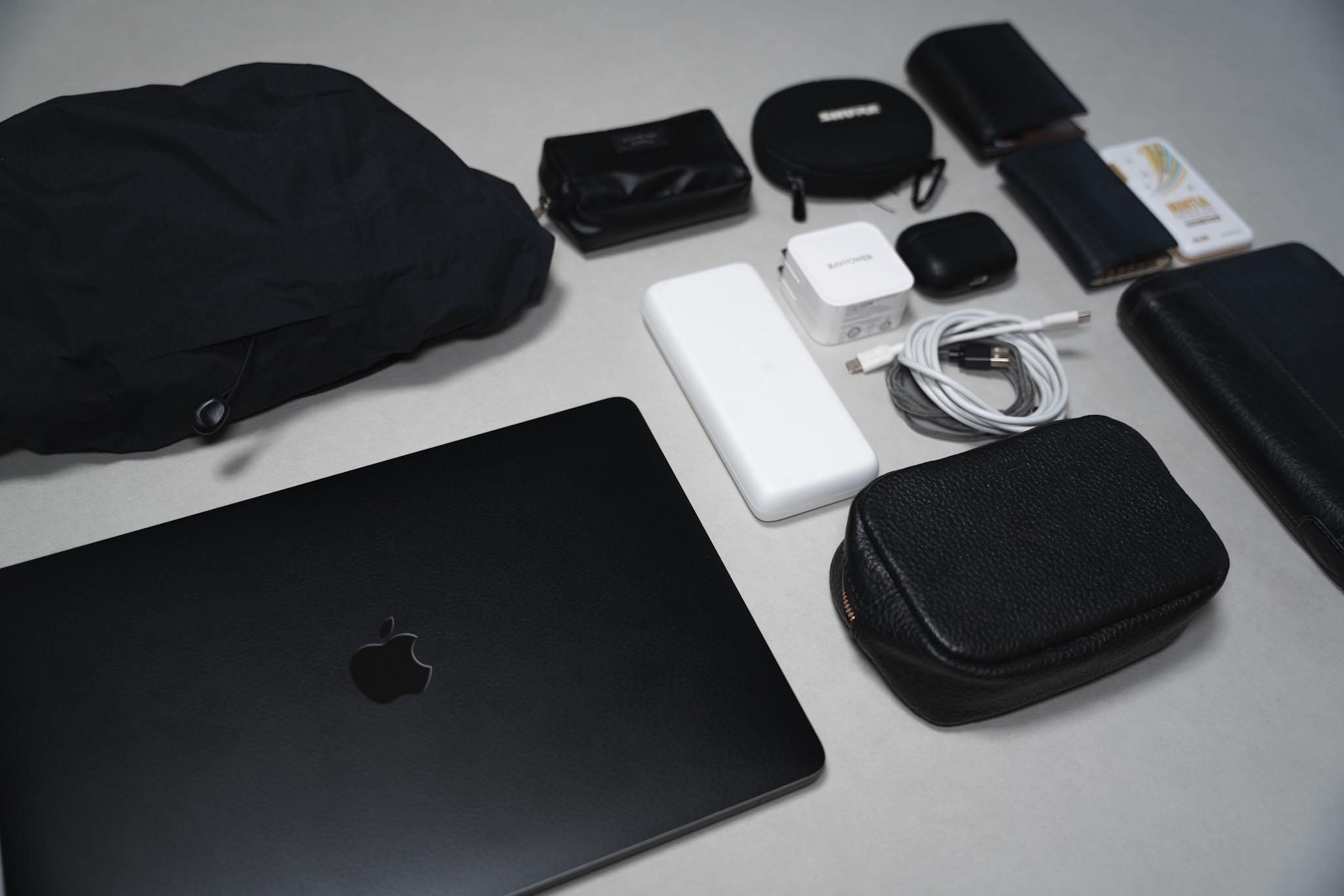 【カバンの中身】MacBook Pro 13:動画編集とブログ