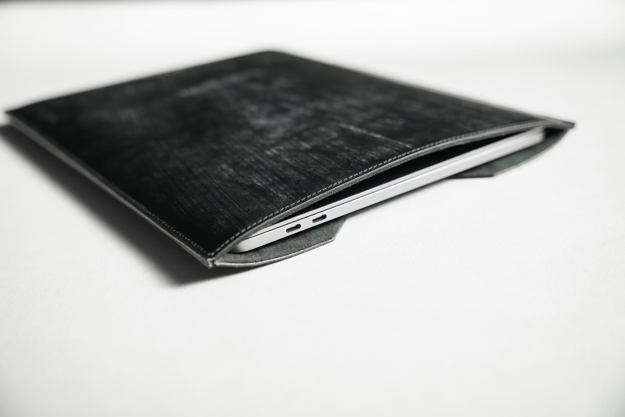 crafsto(クラフスト) MacBook用スリーブケース|収納:美しく、機能的であること