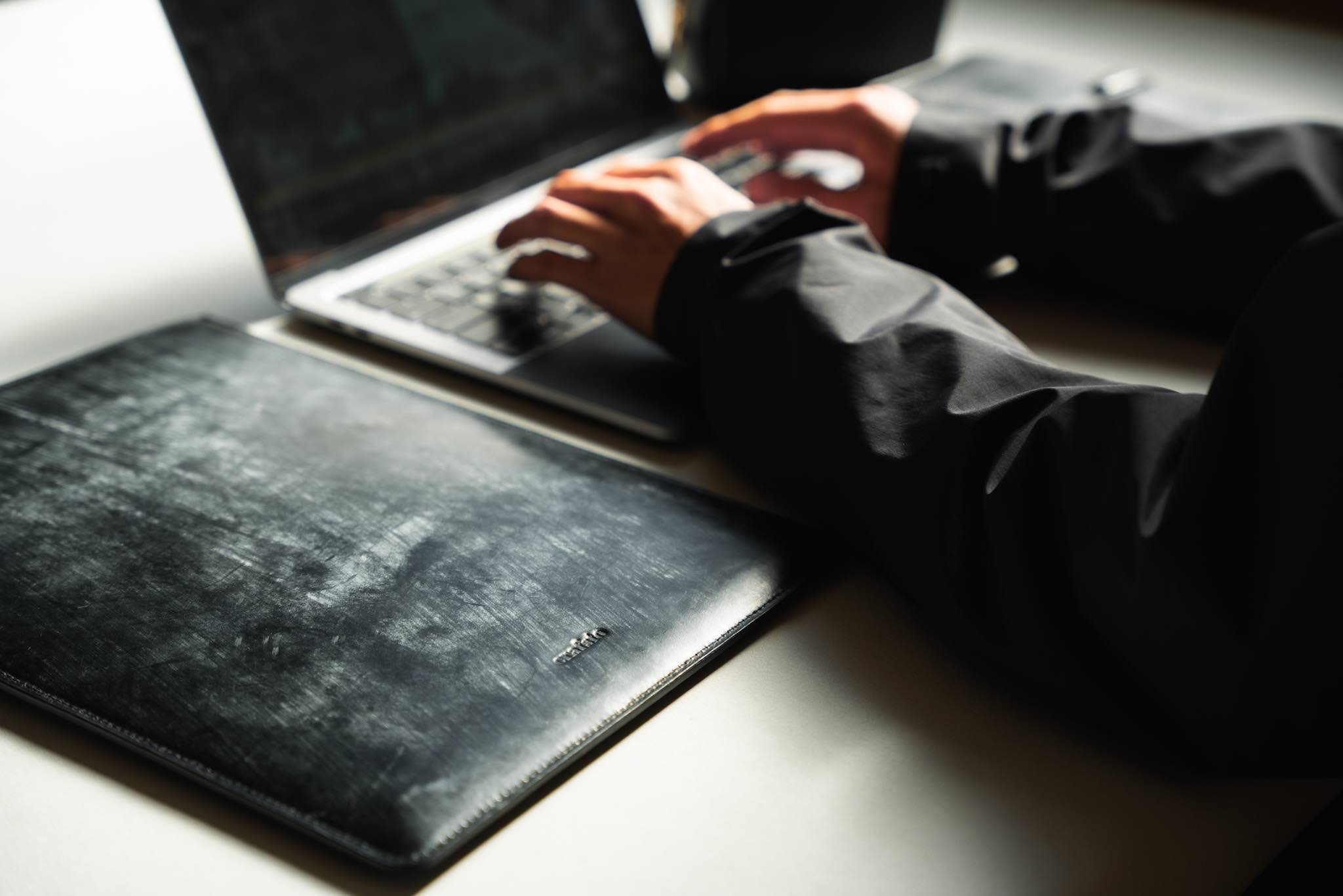 crafsto(クラフスト) MacBook用スリーブケース|「毎日高まる」心地よさ
