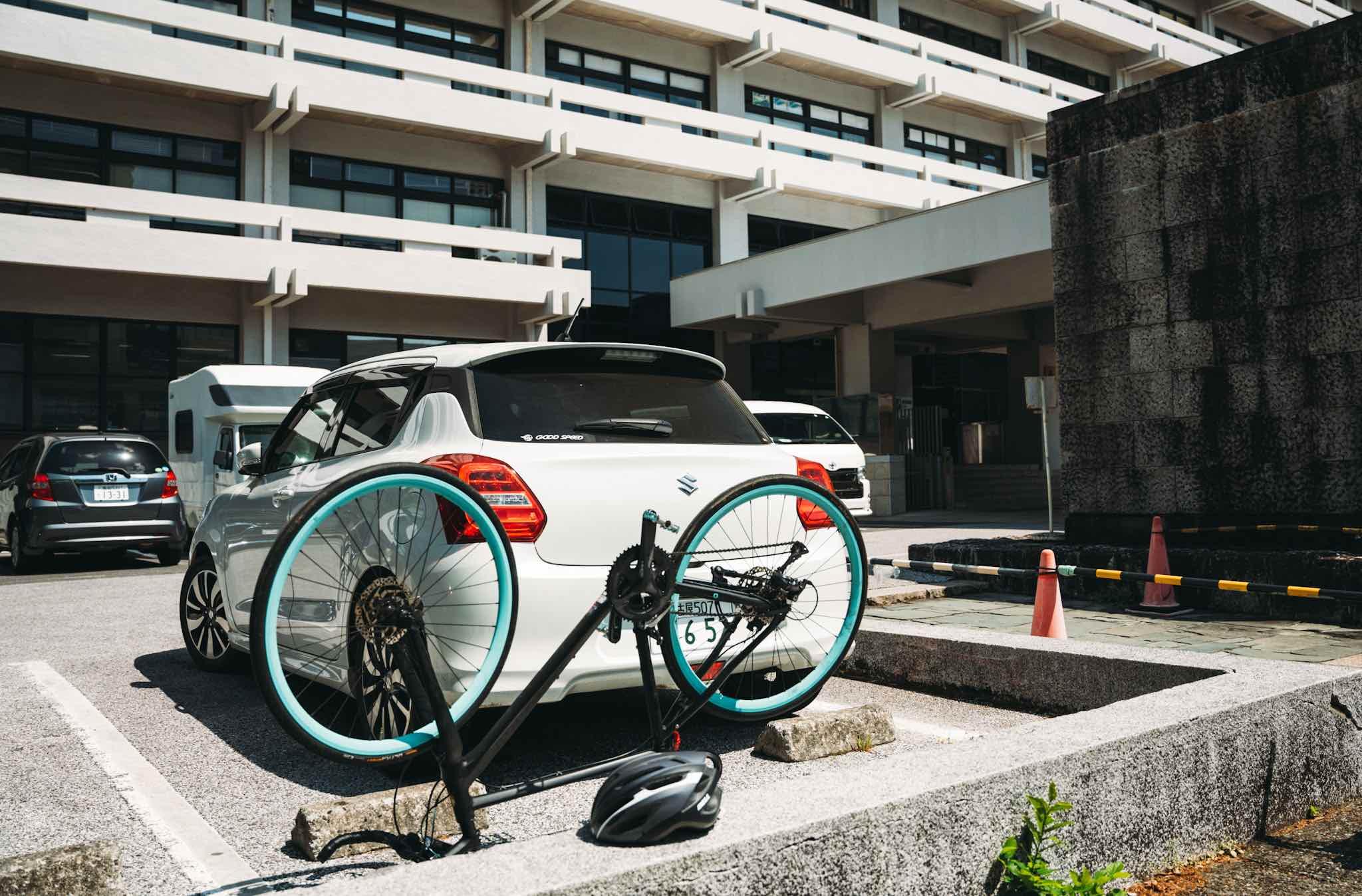 【高知日帰り旅】高知県庁へ車を停めて自転車を組み立て
