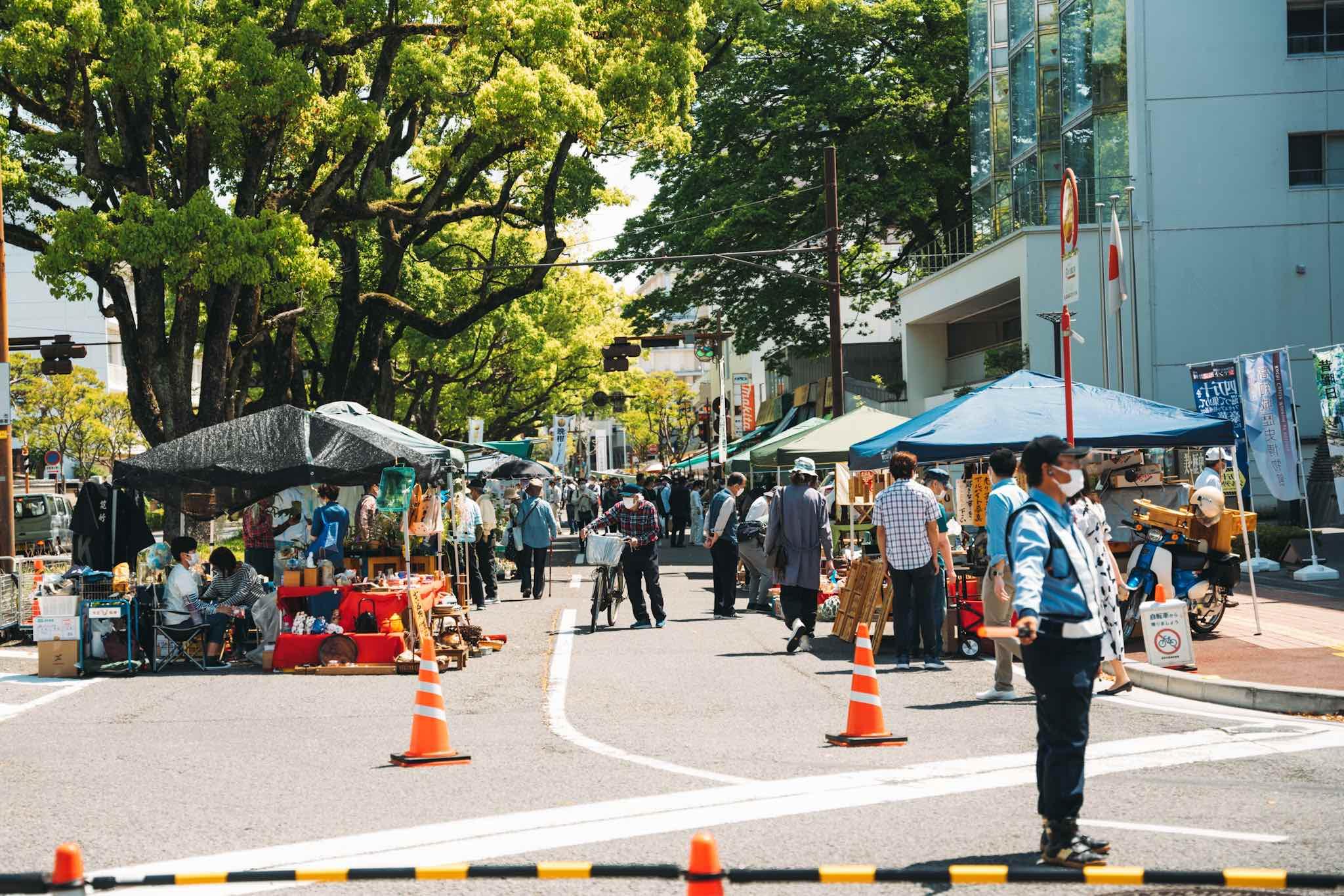 【高知日帰り旅】活気に溢れ、個性的なお店が立ち並ぶ日曜市