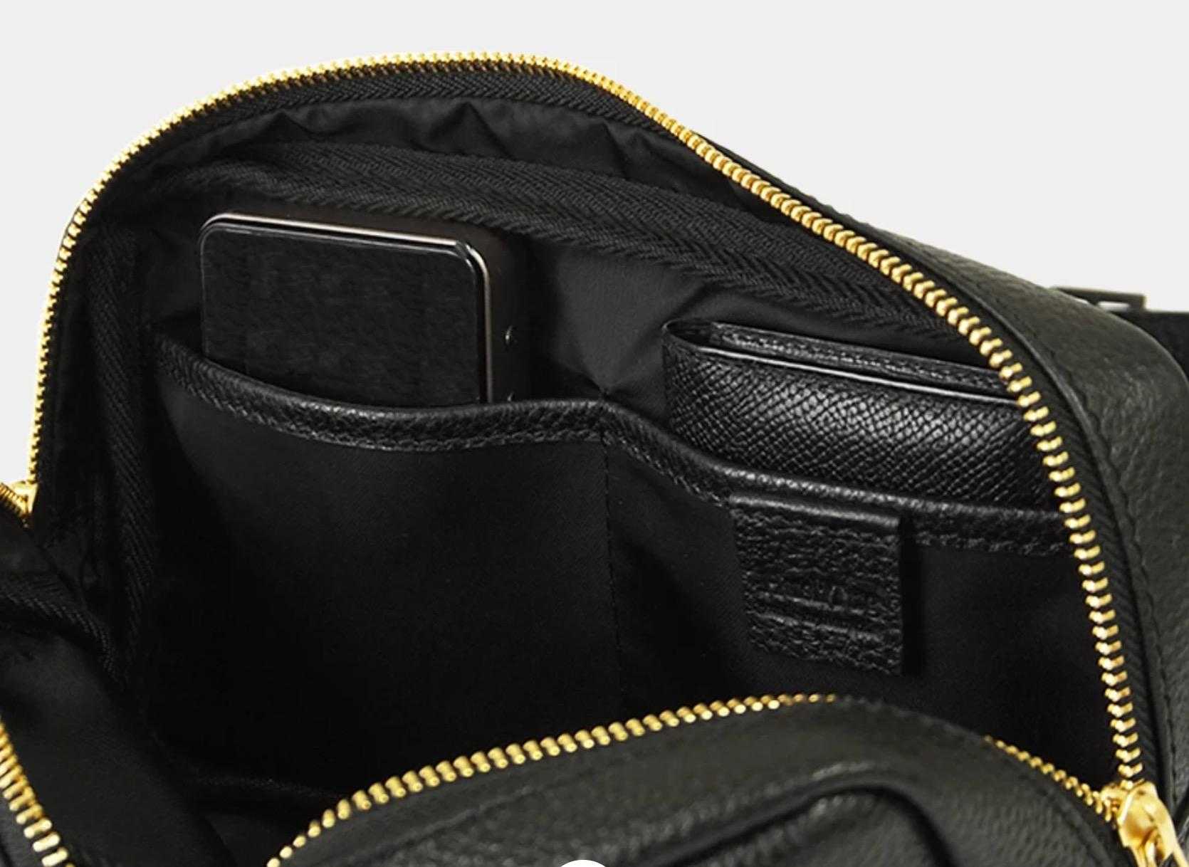 HushTug ボディバッグ あると便利な内側の収納ポケット